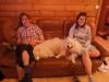 Jakob och Lotta med två trötta hundar.