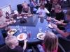 Stort bord som många kunde njuta av maten tillsammans